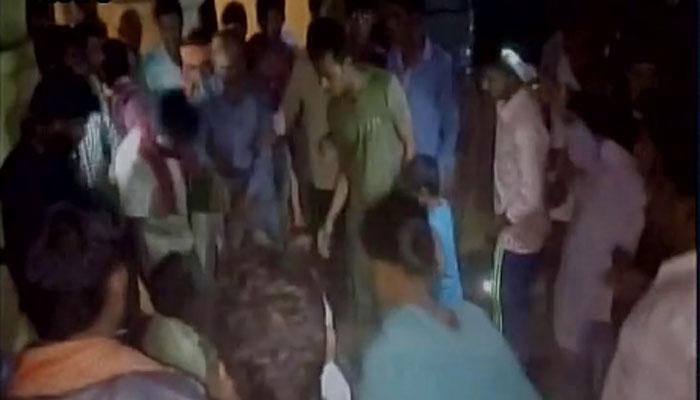 VIDEO: उत्तर प्रदेश के मैनपुरी में सनसनीखेज वारदात, पुलिस चौकी के सामने महिला की गोली मारकर हत्या