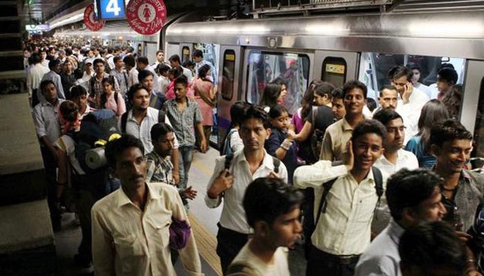 दिल्ली मेट्रो का सफर महंगा हुआ, न्यूनतम 10 और अधिकतम 50 रुपया किराया