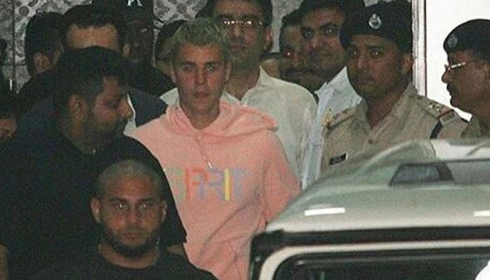 मुंबई में जस्टिन बीबर का हुआ जबरदस्त स्वागत, आज करेंगे परफॉर्म, WATCH VIDEO