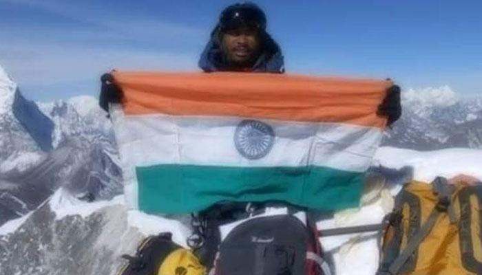 भारतीय पर्वतारोही की 200 मीटर नीचे गिरने से मौत, माउंट एवरेस्ट फतेह करने के बाद लौटते समय हुआ हादसा