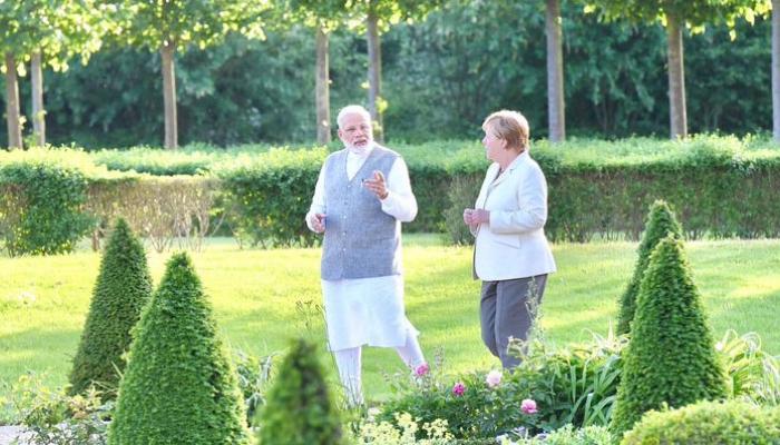 मोदी और मर्केल ने शिखर सम्मेलन से पहले आतंकवाद और ब्रेग्जिट पर चर्चा की
