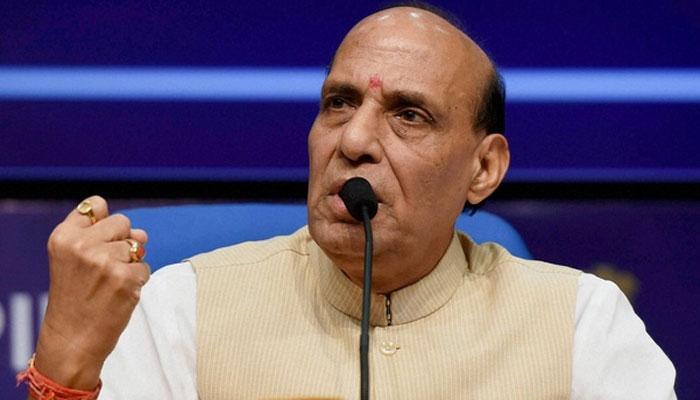 गृहमंत्री राजनाथ ने प्रोटोकॉल तोड़ BSF जवान को लगाया गले, जानें क्या है वजह
