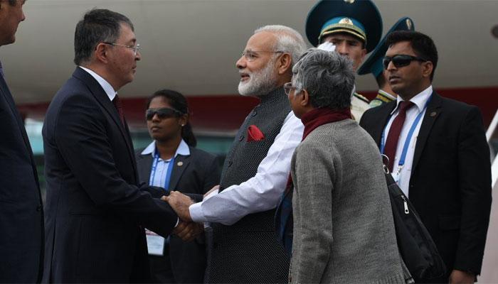 SCO बैठक में भाग लेने के लिए अस्ताना पहुंचे PM मोदी, भारत को मिलेगी सदस्यता