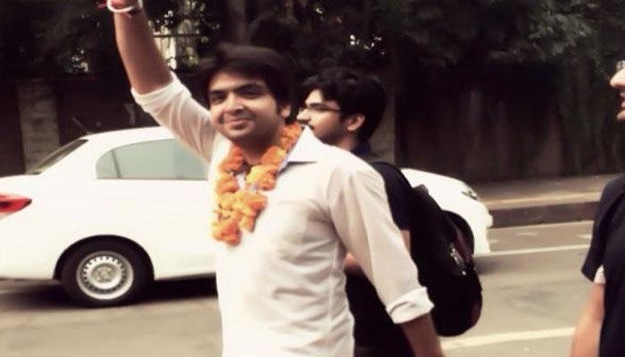 भाजयुमो नेता ने दिल्ली के सीएम से एक रुपये का मुआवजा मांगा
