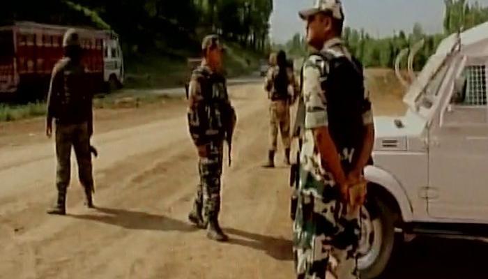 अनंतनाग में श्रीनगर-जम्मू हाइवे पर आतंकियों ने सेना के काफिले पर किया हमला, एक नागरिक घायल