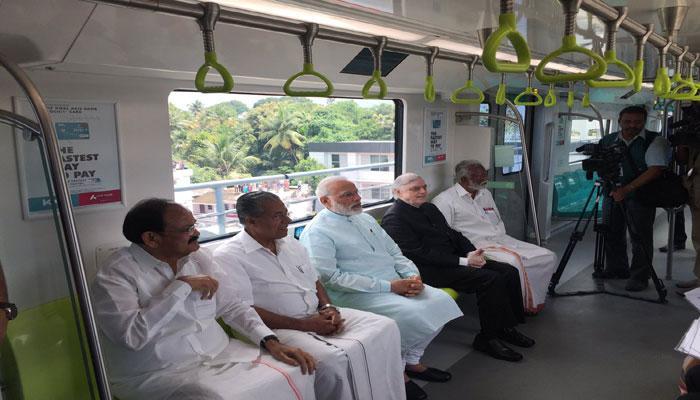 पीएम ने किया कोच्चि मेट्रो का उद्घाटन, ट्रेन में किया सफर