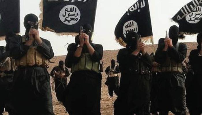 इराक : मोसुल के नागरिक भाग ना पाएं इसलिए बच्चों को निशाना बना रहा है IS