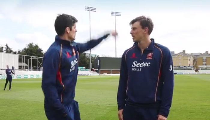 VIDEO : गोली की रफ्तार से आती गेंद को कैच कर क्रिकेटर ने बचाई रिपोर्टर की जान