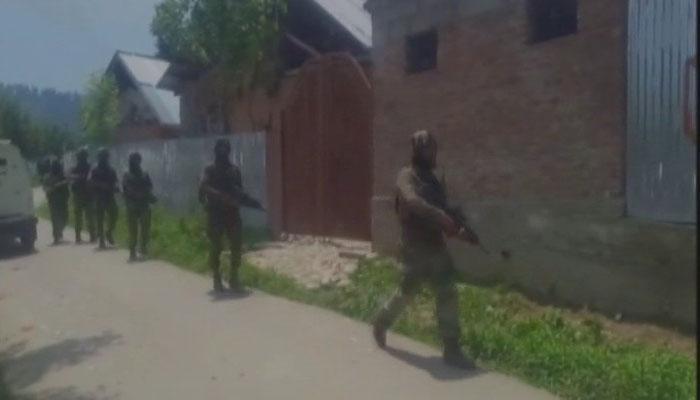 जम्मू-कश्मीर : पुलवामा एनकाउंटर में दो आतंकी ढेर, 2 सुरक्षाकर्मी समेत 6 घायल