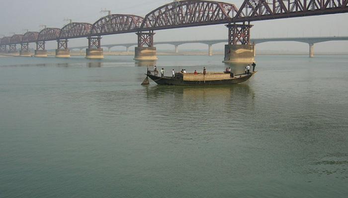 दर्दनाक : गंगा के पानी में बैलगाड़ी पलटने से दो बच्चों की मौत!