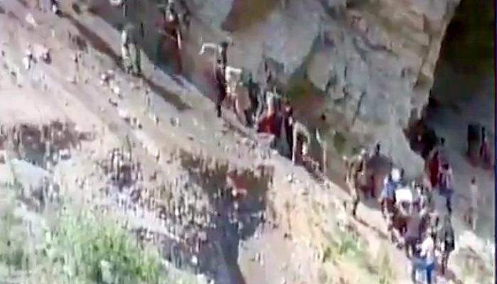 अमरनाथ यात्रियों से भरी बस रामबन के पास गहरी खाई में गिरी, 16 यात्रियों की मौत, 31 ज़ख्मी- SEE VIDEO