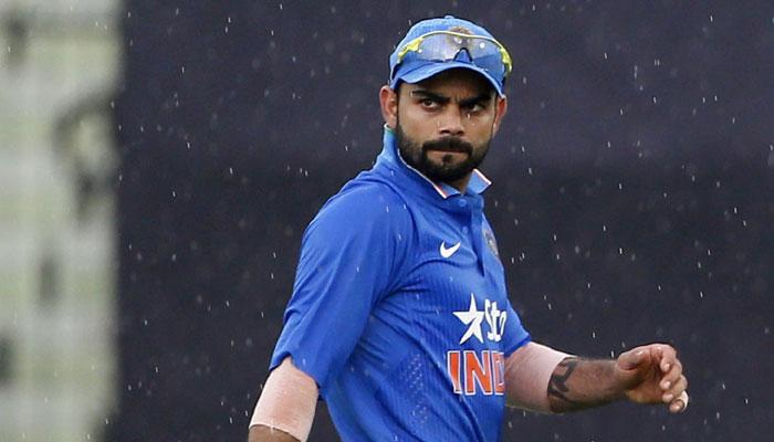 पाकिस्तानी गेंदबाज ने विराट कोहली को बताया दुनिया का बेस्ट बल्लेबाज, पाक फैंस ने सुना दी खरी-खरी