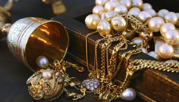 आटा चक्की पर पिसाई के दौरान गेहूं की बोरी में से निकले 2 किलो सोने-चांदी के जेवर