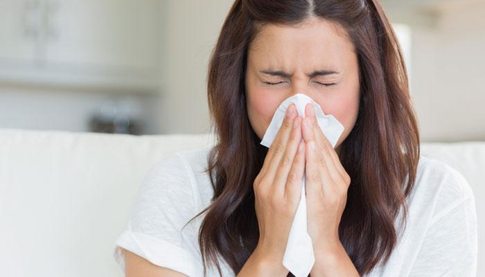 बारिश के मौसम में खुद से दवा लेने पर बिगड़ सकती है एलर्जी, अपनाएं ये आसान उपाय