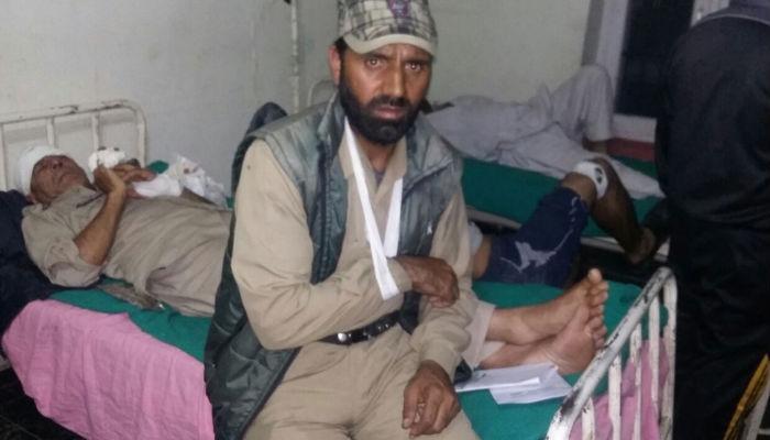 J&K: सिविल ड्रेस में सैनिकों ने 7 पुलिसवालों को बुरी तरह पीटा, उमर ने की कार्रवाई की मांग