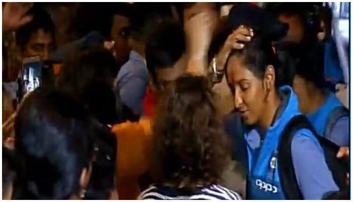 स्वदेश लौटी टीम इंडिया, मुंबई एयरपोर्ट पर भव्य स्वागत