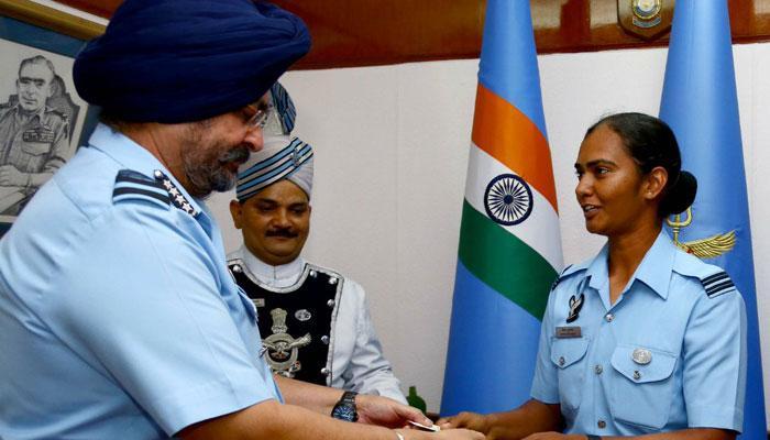 IAF अध्यक्ष ने भारतीय महिला क्रिकेटर पांडे को किया सम्मानित