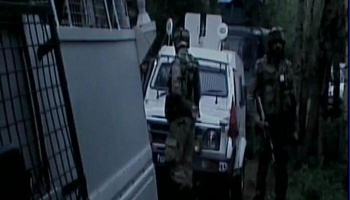 जम्मू-कश्मीर: कुलगाम में हिजबुल के 2 आतंकी ढेर, शोपियां में मेजर समेत दो शहीद