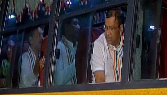 राज्यसभा चुनाव से एक दिन पहले, कांग्रेस के 44 विधायक गुजरात वापस लौटे