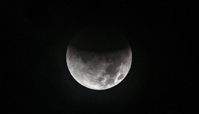 टेलीस्कोप के बावजूद लोग इसलिए नहीं देख पाए चंद्र ग्रहण