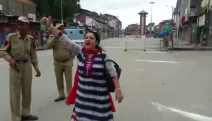 VIDEO: श्रीनगर के लाल चौक पर महिला ने लगाए 'भारत माता की जय' के नारे, देखते रह गए पुलिसकर्मी