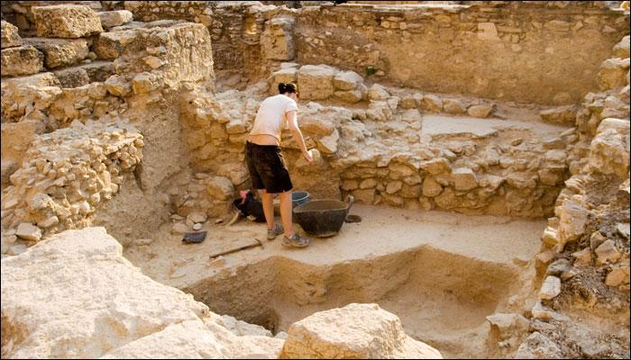 मिस्र में पुरातत्वविदों को खुदाई में मिले 2000 साल पुराने मकबरे