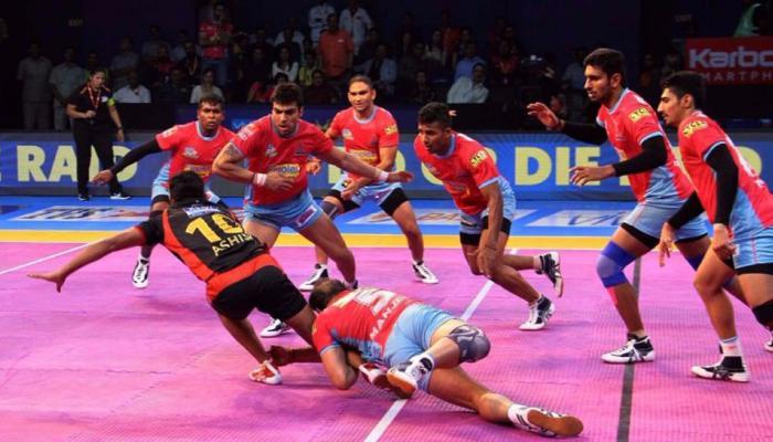 प्रो कबड्डी लीग: जयपुर पिंक पैंथर्स ने इंटरजोन मैच में बेंगलुरु बुल्स को दी मात