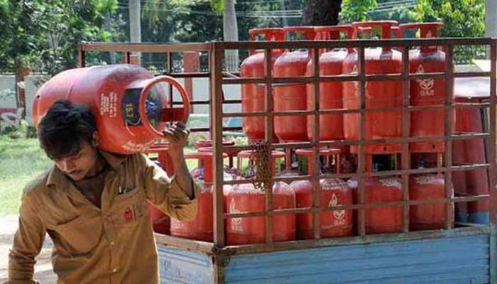 रसोई गैस सिलेंडर में सात रुपए की बढ़ोतरी, विमान ईंधन भी चार फीसद हुआ महंगा