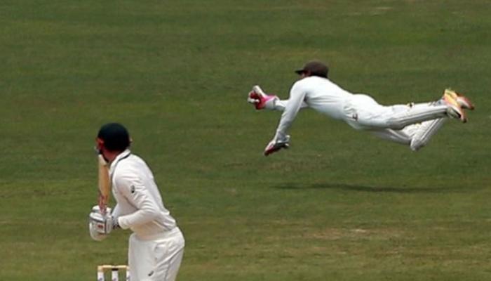 VIDEO : 'सुपरमैन' बने बांग्लादेश के कप्तान, विकेट के पीछे उड़कर लपका कैच