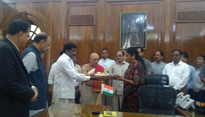 पूजापाठ के बाद निर्मला सीतारमण ने रक्षा मंत्री का पदभार संभाला,  सैन्य तैयारियों पर रहेगा जोर