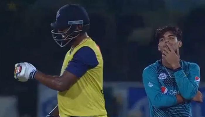 3 गेंद और हर बार एक ही नतीजा, बेबस पाकिस्तानी गेंदबाज का VIDEO