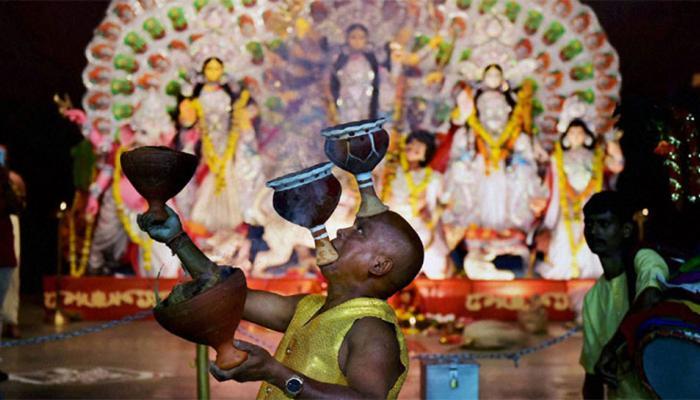 ममता सरकार का नया फरमान, अब दुर्गा पूजा में आने वाले पर्यटकों को लेना होगा पास