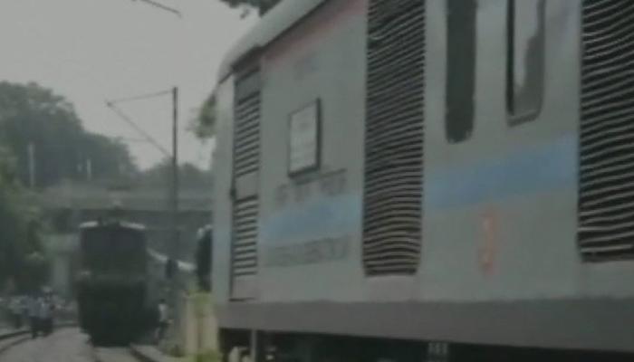 इलाहाबाद में फिर टला बड़ा रेल हादसा, एक ही ट्रैक पर आईं तीन ट्रेनें