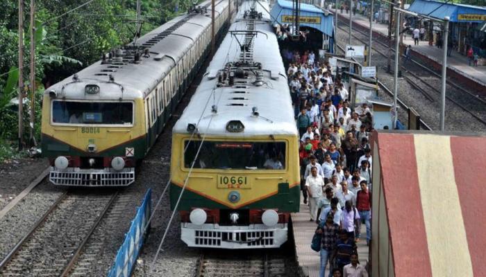 चलती ट्रेन में बीमार होकर गिरा ईएमयू का ड्राइवर, बाल-बाल बचे यात्री