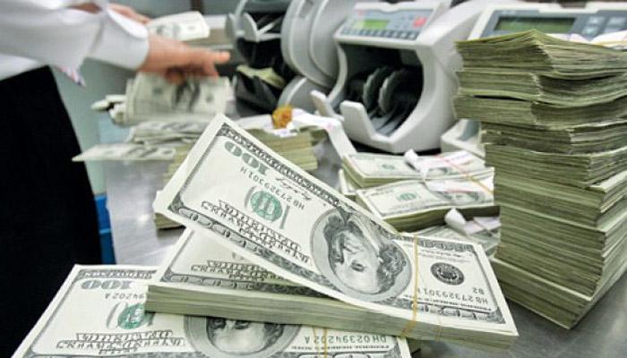 अमेरिकी डॉलर के मुकाबले रुपया शुरुआती कारोबार में 32 पैसे लुढ़का