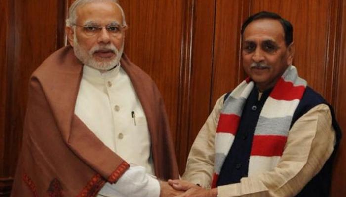 गुजरात सरकार ने पेट्रोल-डीजल पर घटाया वैट, कांग्रेस ने बताया चुनावी हथकंडा