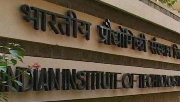 IIT कानपुर में रैगिंग, 22 छात्रों पर गिरी गाज