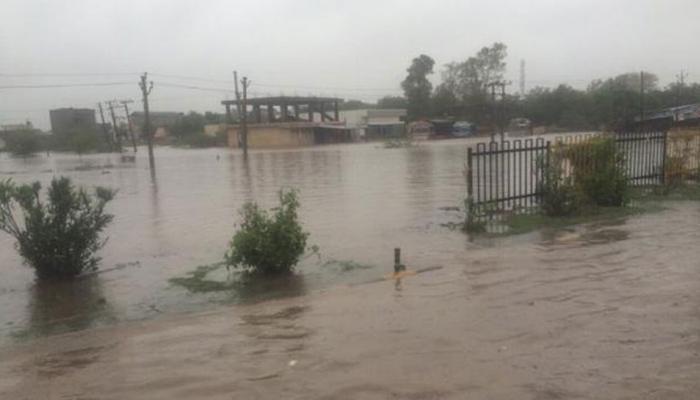 वियतनाम में भारी बारिश के बाद आई बाढ़, भूस्खलन से 37 मरे