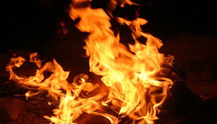 दिल्ली: आग से खाक हुईं 80 झुग्गियां, कोई हताहत नहीं