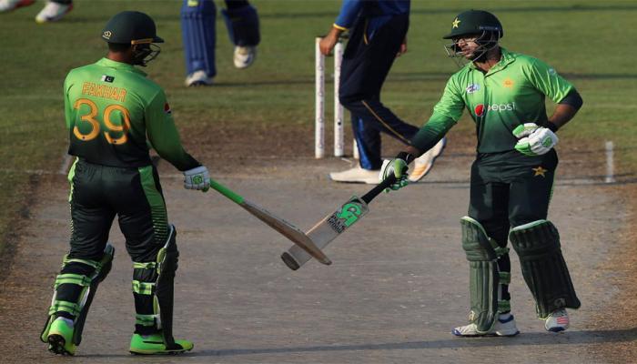 इस 'सिफारिशी' बल्लेबाज ने पहले ही मैच में बनाया शतक, 400 लड़कियों के आए फोन