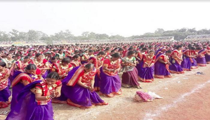 छत्तीसगढ़ : 15,000 महिलाओं ने एक साथ सुआ नृत्य कर विश्व रिकॉर्ड बना
