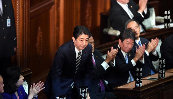 शिंजो आबे फिर चुने गए जापान के प्रधानमंत्री, पुराने कैबिनेट के सभी मंत्रियों को रखा बरकरार