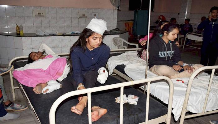 हिमाचल के स्टूडेंट्स को ताजमहल लेकर जा रही बस पलटी, ड्राइवर की मौत, 36 घायल