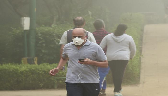 NCR में गिरा 'प्रदूषण बम': दिल्ली-गाजियाबाद में स्कूल बंद, मनीष सिसोदिया ने 'शक्तिमान' की तरह दी ये 8 सलाह