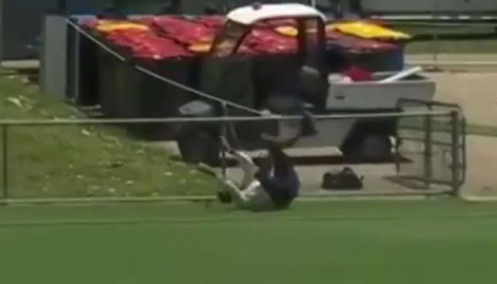 VIDEO: ग्राउंड्समैन ने एक हाथ से लपका कैच, खिलाड़ी भी रह गए हैरान
