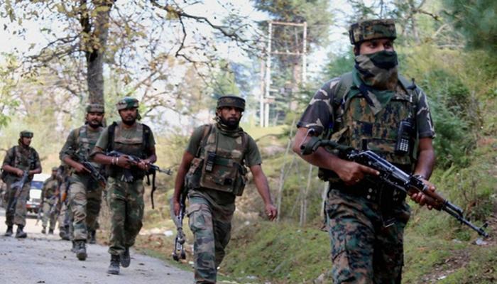 कश्मीर में दो मुठभेड़; एक जवान शहीद, लश्कर के तीन आतंकी ढेर