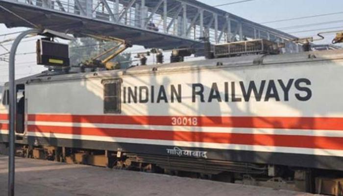 रेलवे ने दो वर्षों में बिजली बिलों में लगभग पांच हजार करोड़ रुपये बचाए