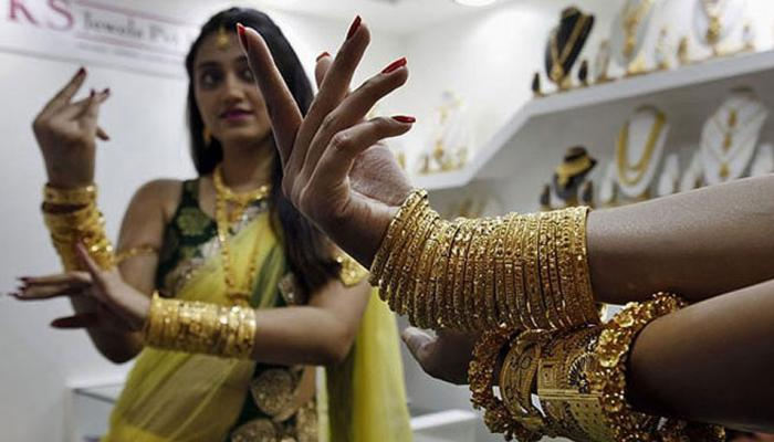 सोने की चमक बढ़ी, चांदी में भी 100 रुपए की मजबूती