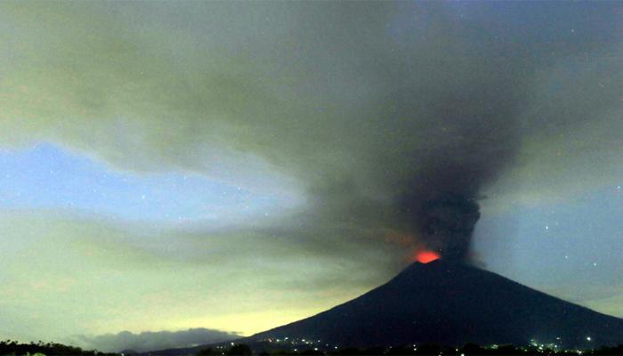 Mount Agung Volcano Erupting, High Alert in indonesia's Bali