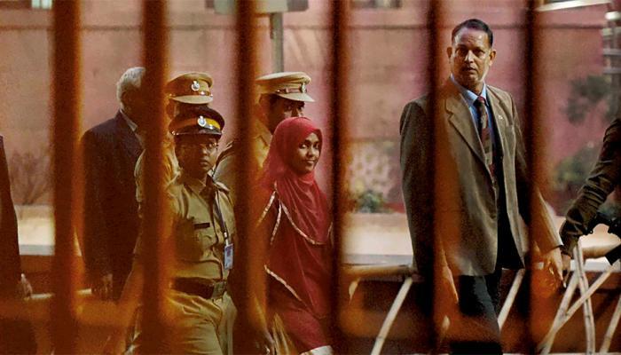केरल लव जिहाद केस: कॉलेज प्रिंसिपल ने कहा, अपने हिंदू नाम 'अखिला' से पढ़ाई करेगी हदिया